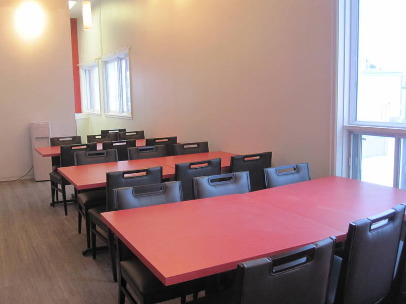 kuujjuaq chat Hôtel de la coopérative de kuujjuaq located in the heart of the village and near the airport, this co-op hotel includes 32 rooms and two shared kitchens for your convenience each room is equipped.