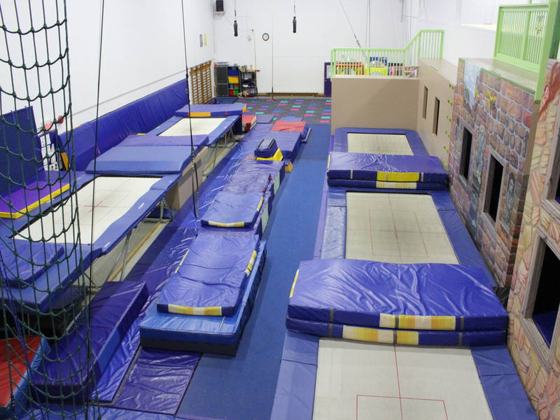acrosport barani trampoline club sports and recreation centres laval entertainment qu bec. Black Bedroom Furniture Sets. Home Design Ideas