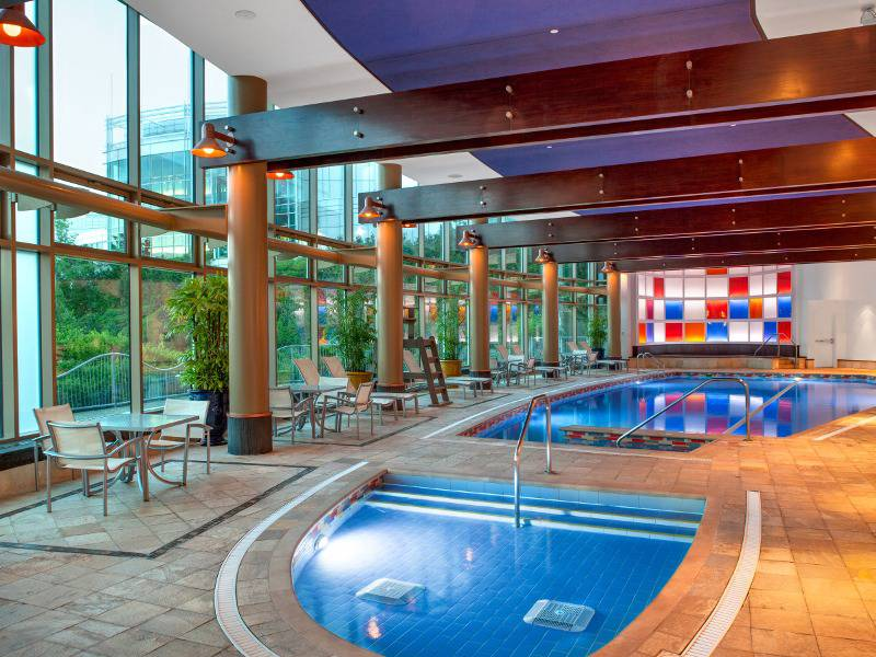 Hilton lac leamy hotels gatineau hull lodging for Piscine interieure