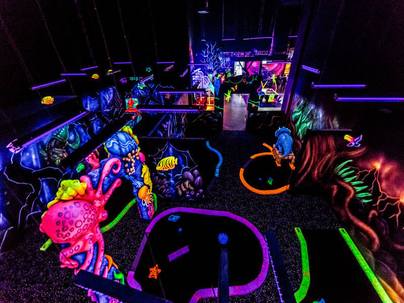 68c3ee2b68a1 Laser tag  Mini golf fluo ...