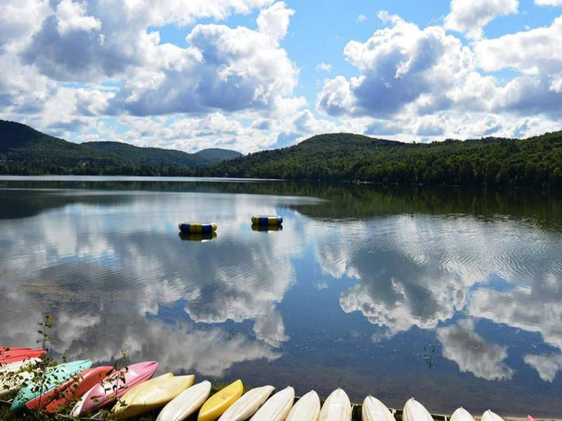 Base de plein air mont tremblant holiday centres mont for Lac miroir mont tremblant