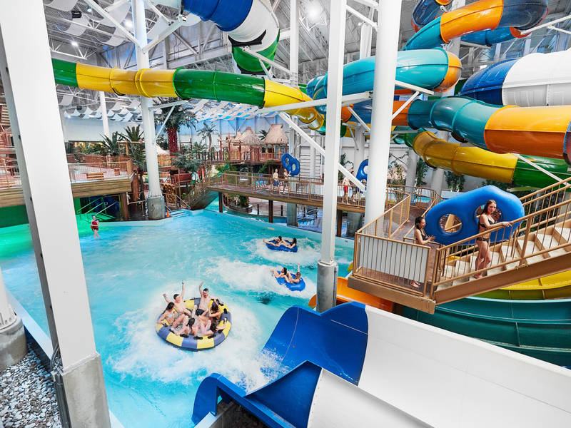 Bora park indoor waterpark saint gabriel de valcartier for Hotel avec piscine interieur montreal