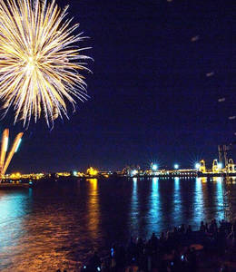 Signature Dinner Cruise and Fireworks (Québec)