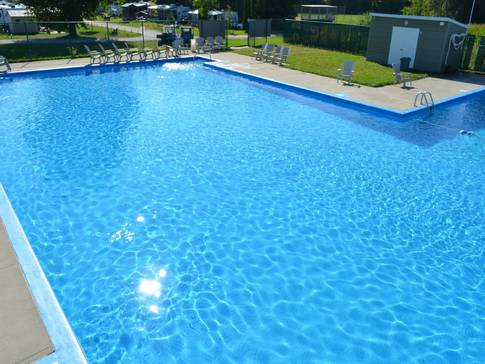 Camping gr goire campgrounds lacolle lodging for Piscine st gregoire