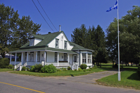 Maison de campagne trudel cottages apartments tourist homes h rouxville lodging qu bec - Rideaux maison de campagne ...