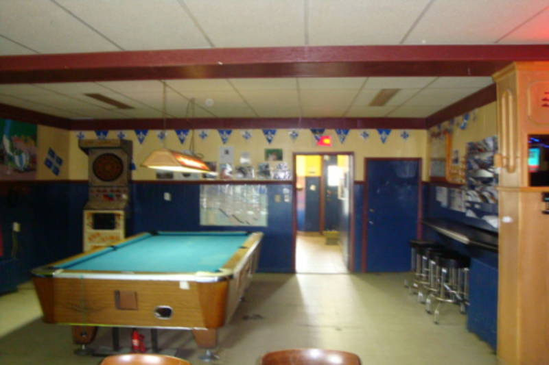 Bar avec table de billard