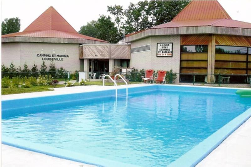 Camping et marina louiseville campings louiseville for Piscine marinal