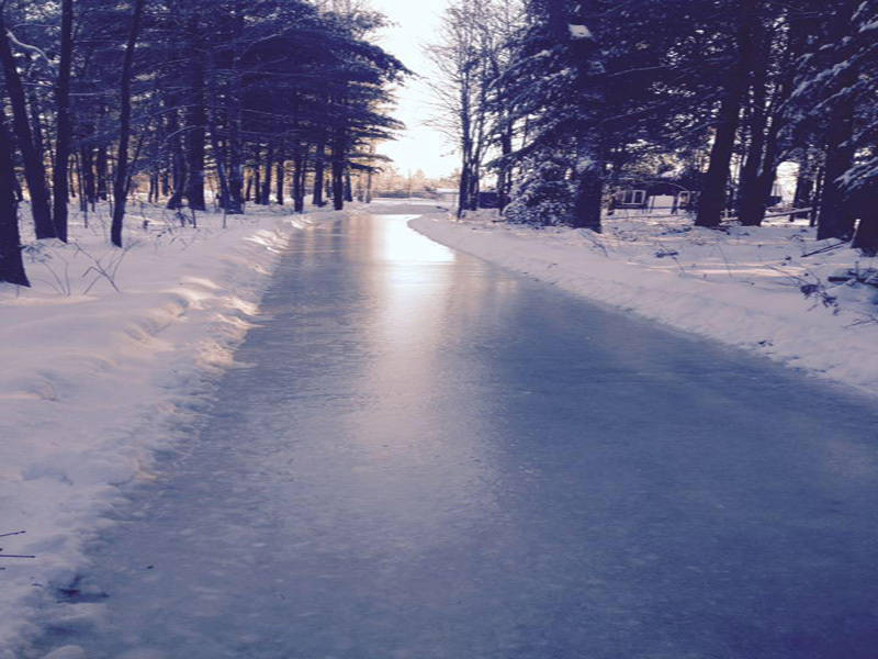 Sentier de patinage en for t de l 39 rable rouge saint for Patinoir exterieur montreal